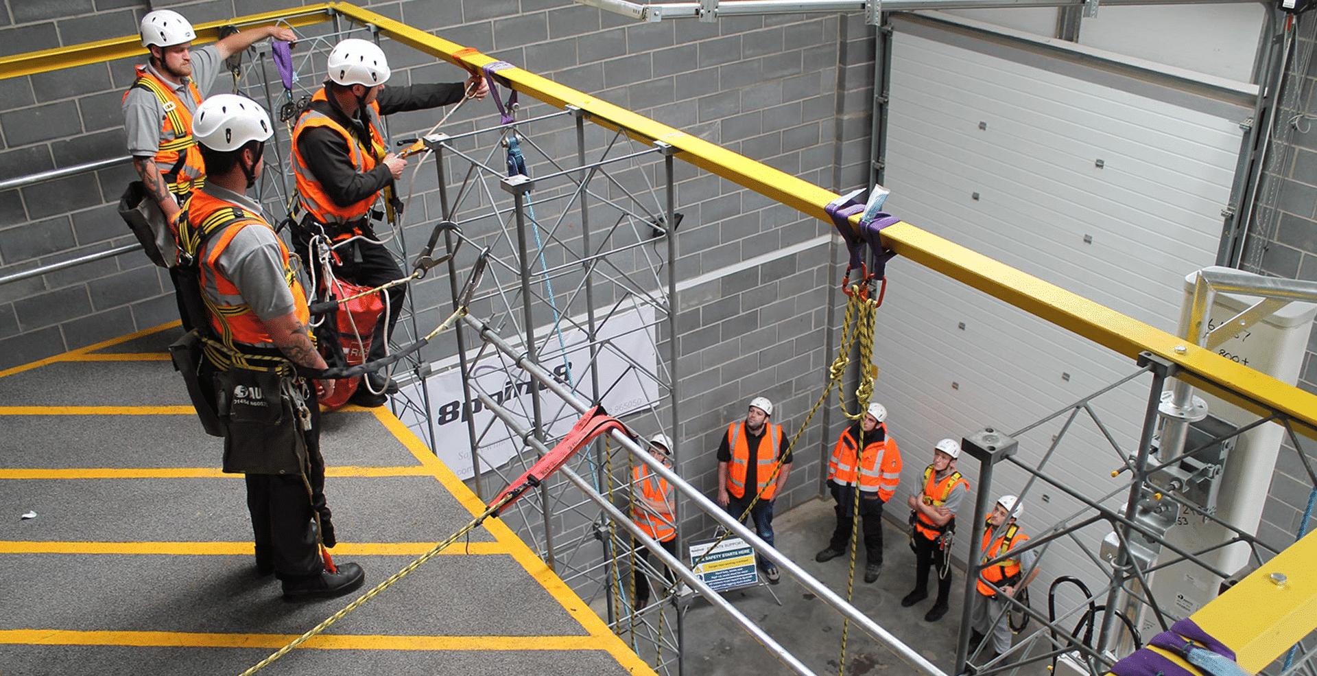 Comercialización y mantenimiento de equipos de seguridad en alturas y espacios confinados.